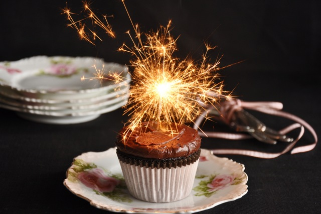 Cinnamon-Scented-Devils-Food-Cupcakes030113005PSE